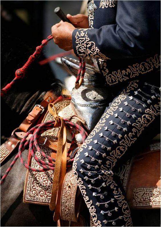 Traje, traje de charro, mariachi, la tradición, tradition, delgado, vihuela, guitarron, arpa, harp, violin, golpe, guitarra. west, sol, vargas, tecalitlan,