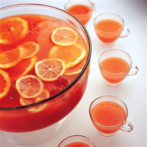 Een heerlijke zomerse punch voor de warme zomerdagen. #punch #alcohol #genieten #zomers #fruit #wodka #cider #recept
