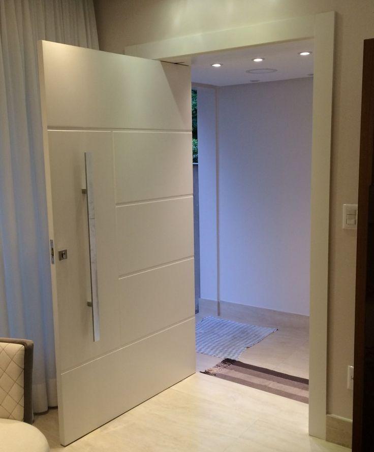 Porta Pivotante Reforçada Com Metalon De Ferro No Interior, Pintura Com Laca P.U Branco Acetinado (Sayerlack)