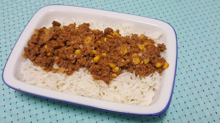 Chilli con carne can be a base for many dishes. In our family we make it for our burritos, tacos, nachos, Mexican pies or to just eat it with rice. You can add grated vegetables like carrot or zucc…