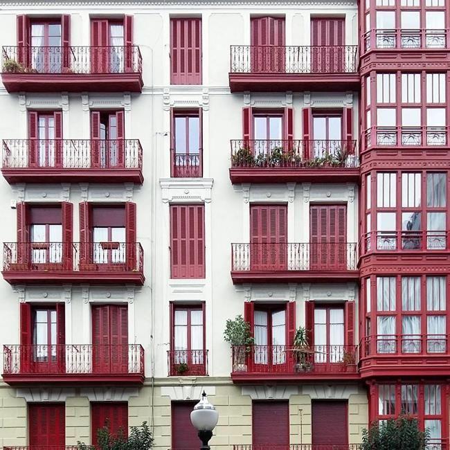 Binaların Kapı ve Pencereleriyle Simetrik Fotoğraflar Çeken Sanatçıdan 30+ Çalışma Sanatlı Bi Blog 22