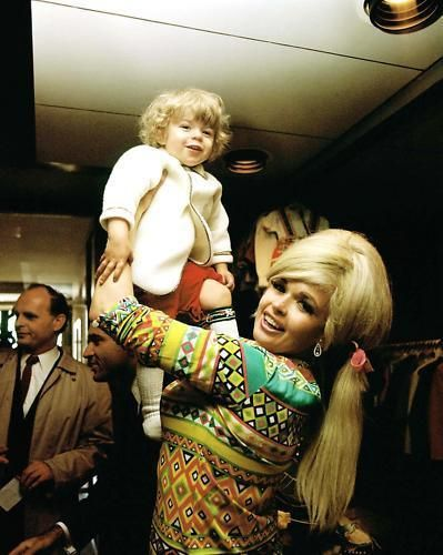 Jayne mansfield and his son tony cimber