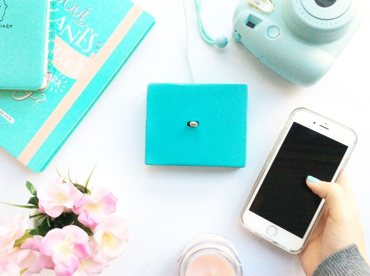 iPhone charging base in Pinty Plus turquoise chalk paint spray