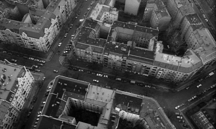 Cinema Alemão (@cinemalemao) | Twitter  Cidade de Berlim no filme Asas do Desejo de Wim Wenders  Der Himmel über Berlin  - german film