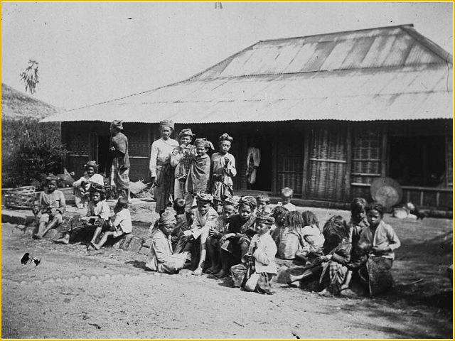 People of a village in Dieng, Jawa Tengah gathering in front of a joglo house. Some 'anak gimbal' (children with dreadlock hair) could be seen in this picture.