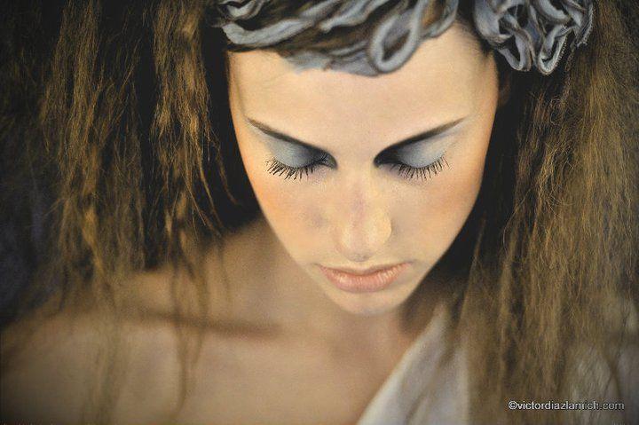 MUA / Hair: Sophie Bastien | Photo: Victor Diaz Lamich