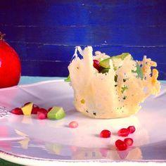 Così bello che ti dispiace quasi mangiarlo. Cestini di Grana Padano con insalata di spinaci novelli.