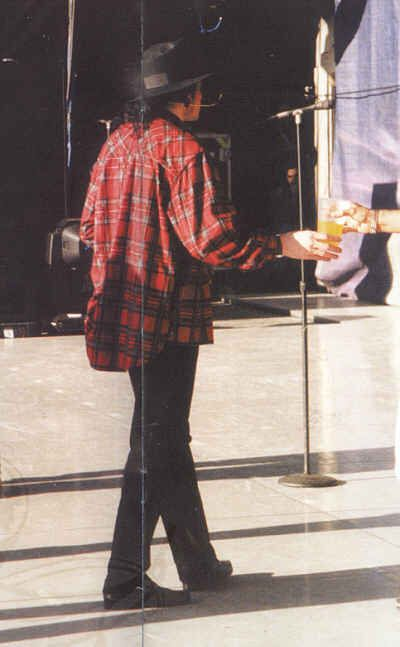 Michael Jackson, History Tour backstage.