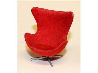 Fåtölj Ägget design Arne Jacobsen till dockskåp, Brio från 1970-talet på