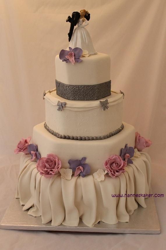 Wedding cake made by Hanne`s kaker.  www.hanneskaker.com