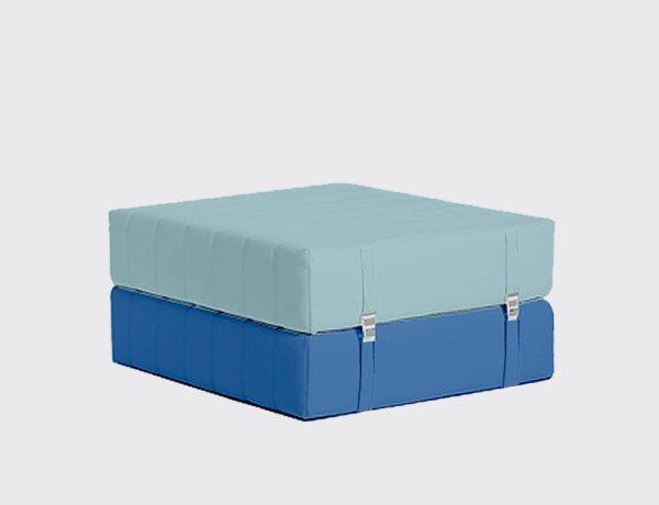 Puf Cama Single Oruga XL Diseño: Victor Portavella. Oruga Puf Single convertible en cama individual. Totalmente desenfundadle. Puf: 43x90x90 cm Cama: 70x180 cm. Consúltenos las diferentes medidas y acabados. http://es.ideesdisseny.com/eshop/mobles/sofas/puf-llit-single-oruga-xl-id-697.htm