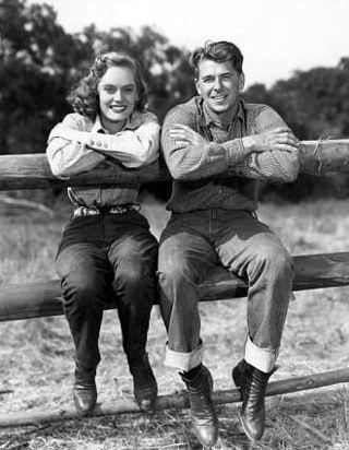 Nancy Reagan & Ronald Wilson Reagan (Born: Tampico, 6 de febrero de 1911 - Murió : Bel-Air, Los Ángeles, 5 de junio de 2004) fue el cuadragésimo presidente de los Estados Unidos (1981-1989) y el trigésimo tercer gobernador del estado de California (1967-1975).