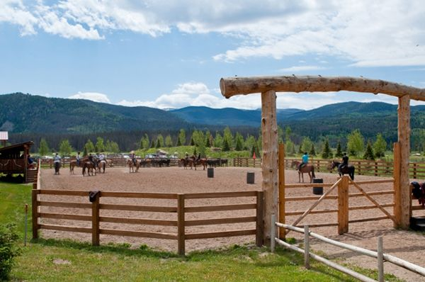 Whether you're an English rider, dressage enthusiast or cutting horse queen, there are a variety of dude ranches where you can find challenging horseback riding on quality horses.