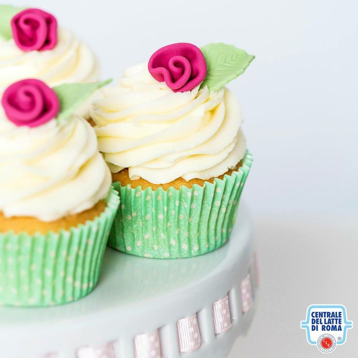 #Cupcake floreali...w la primavera! *** Spring cupcakes with little roses flowers