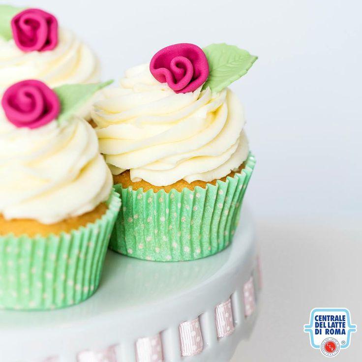 #Cupcake floreali...w la primavera! *** Spring cupcakes with little roses flowers