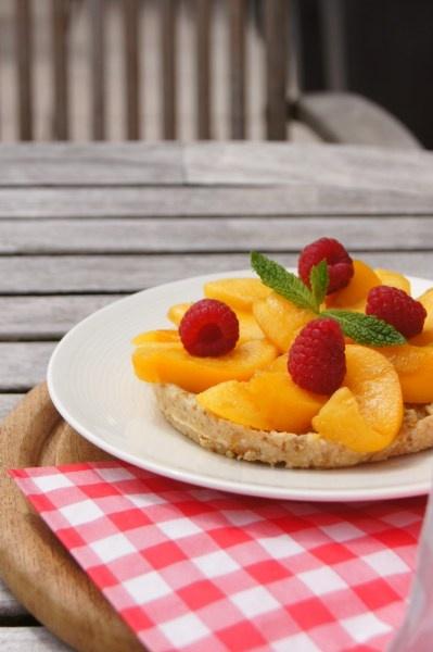 Raw Vegan Pie met Perzik en Framboos (suikervrij, glutenvrij en zuivelvrij)