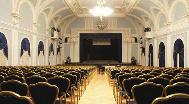 В здании бывшей Калашниковской биржи, построенной еще в 1906 году в историческом центре Петербуга, сейчас находится и работает театрально-концертный зал им. Дзержинского (Культурный центр ГУ МВД России по Санкт-Петербургу и Ленобласти).