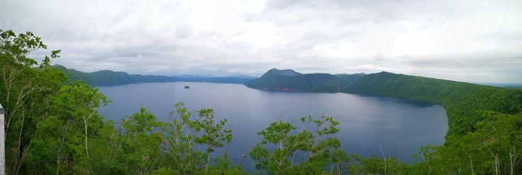 Danau Akan adalah danau yang sangat indah, yang masih bagian dari Taman Nasional Akan.  Di dasar danau ini terdapat jenis alga yang langka yang disebut dengan marimo. Ukurannya bisa sebesar bola kaki dan hanya ada di dalam danau ini.