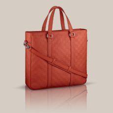 Tadao PM Cuir Damier Infini Dans une taille compacte et éclectique, le Tadao PM est le choix idéal pour tout homme citadin. En doux cuir Damier Infini embossé, ce sac est synonyme de sophistication.