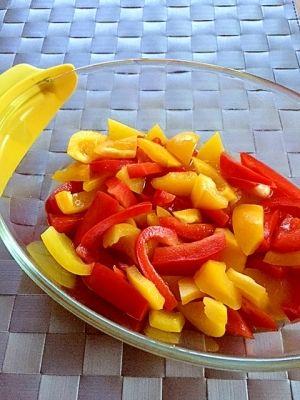 楽天が運営する楽天レシピ。ユーザーさんが投稿した「作り置きおかず✿赤黄パプリカのマリネ」のレシピページです。彩りが良いのでお弁当に良いですよ♪おつまみにも(^-^)。パプリカのマリネ。赤パプリカ,黄パプリカ,☆酢,☆クレイジーソルト,☆はちみつ,☆オリーブオイル