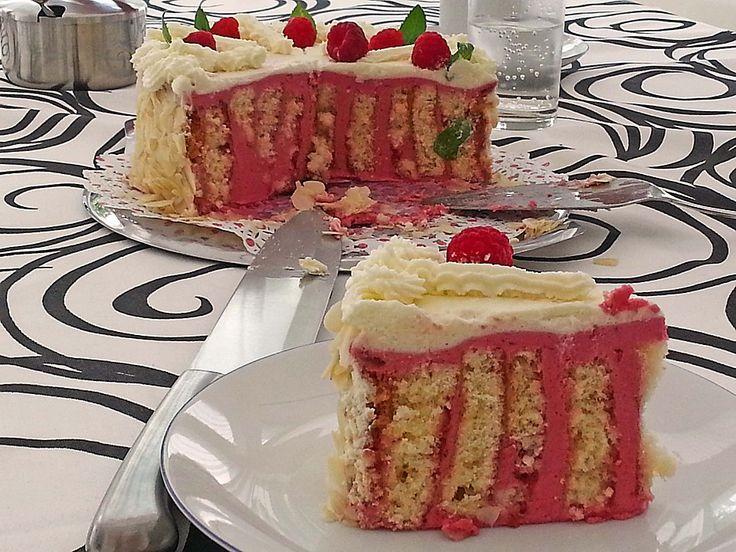 Receita de Torta de framboesa - Receitas Na Cozinha Faça você também essa receita, o sabor e a textura são incríveis, e a aparência é perfeita, confira essa Receita de Torta de framboesa . http://receitasnacozinha.com.br/receita-de-torta-de-framboesa/