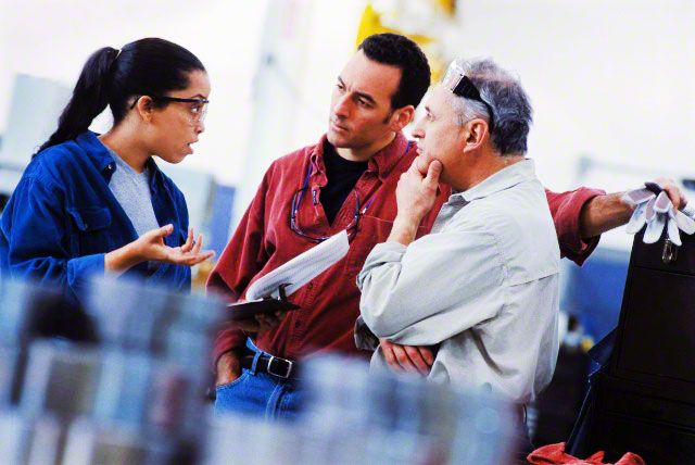 Рассматривая жалобу клиента начала успокойте его, а потом займитесь решением его конкретной проблемы.