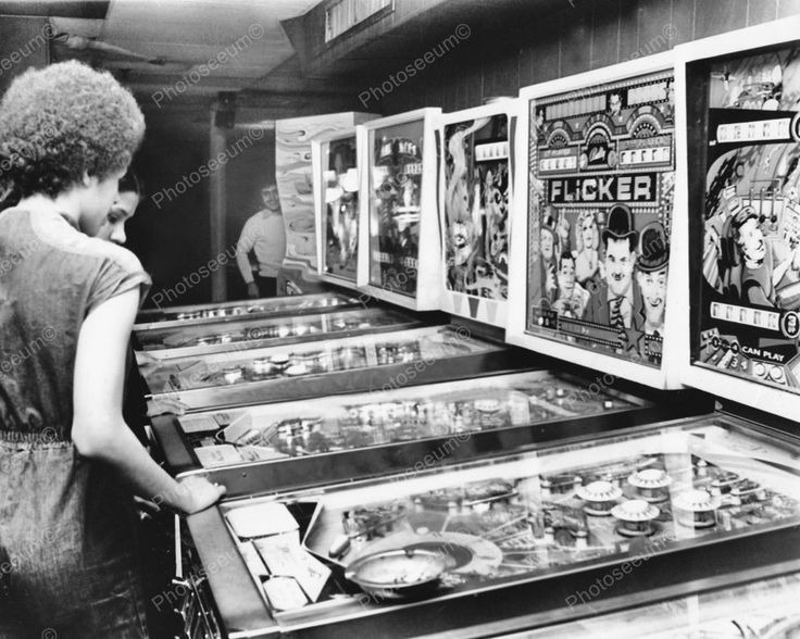 Pinball Machine Arcade 1970's Vintage 8x10 Reprint Of Old Photo