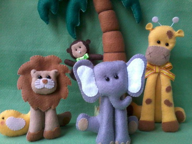 KIT SAFARI <br>COMPOSTO POR; <br>1 LEÃO (13 alt X 10 larg) <br>1 girafa ( 18 alt x 10 larg) <br>1 elefante (12 alt x 10 larg) <br>1 coqueiro (34 alt ) e macaquinho pendurado. <br> <br>Este valor é referente as 4 peças. <br>+ frete.