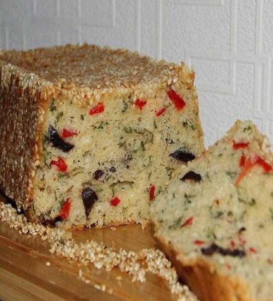 Bi kek düşünün şekerli değil tuzlu😋 süt ve yağ içermeyen , peynir zeytin kırmızı biber ve maydanozlu, dışı tamamen susamlı, sabah kahva..