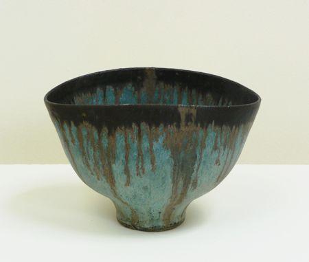 LUCIE RIE (1902-1995)29. (LR656) Bowl, c. l968, stoneware, blue glaze bronze rim, diam. 19,5cm impressed monogram seal