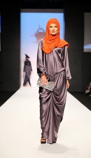 Gri Saten Abiye Elbise - #gri #saten #tesettür #abiye #elbise #modelleri http://www.abiyeelbisemodelleri.com/picture.php?/744/category/tesettur-abiye-elbise-modelleri