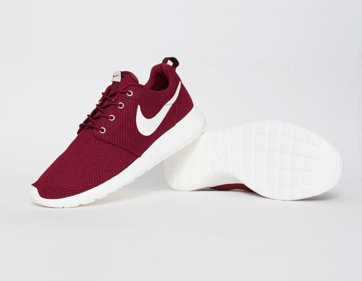 #Nike Roshe Run Burgundy