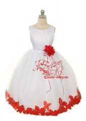 """Бальное платье для девочки """"Алые лепестки"""" белого цвета"""