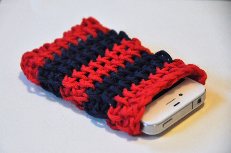 Iphone cover made with the simple Tunisian (crochet) stitch.ざっくり感が( ・∀・)イイ!!