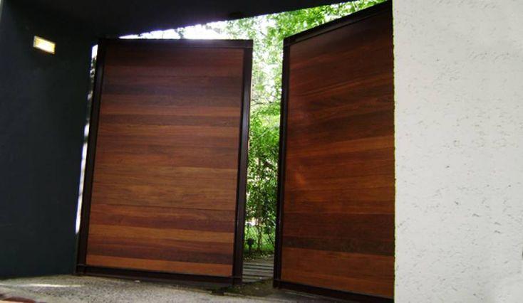 Portones para cochera de madera buscar con google for Puertas de madera para garage