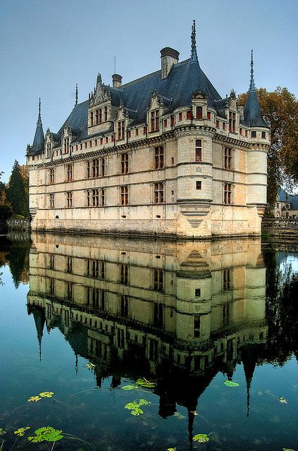 Le château d'Azay-le-Rideau was built between 1518 and 1527, and is considered one of the foremost examples of early French Renaissance architecture. Set on an island in the middle of the Indre River, this picturesque château has become one of the most popular of the châteaux of the Loire valley.  by Baloulumix