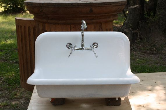 1926 Rolled Rim Cast Iron Porcelain Farmhouse Sink, (30 X