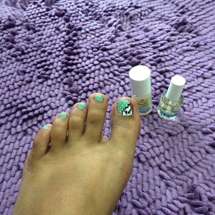 Pow nail art
