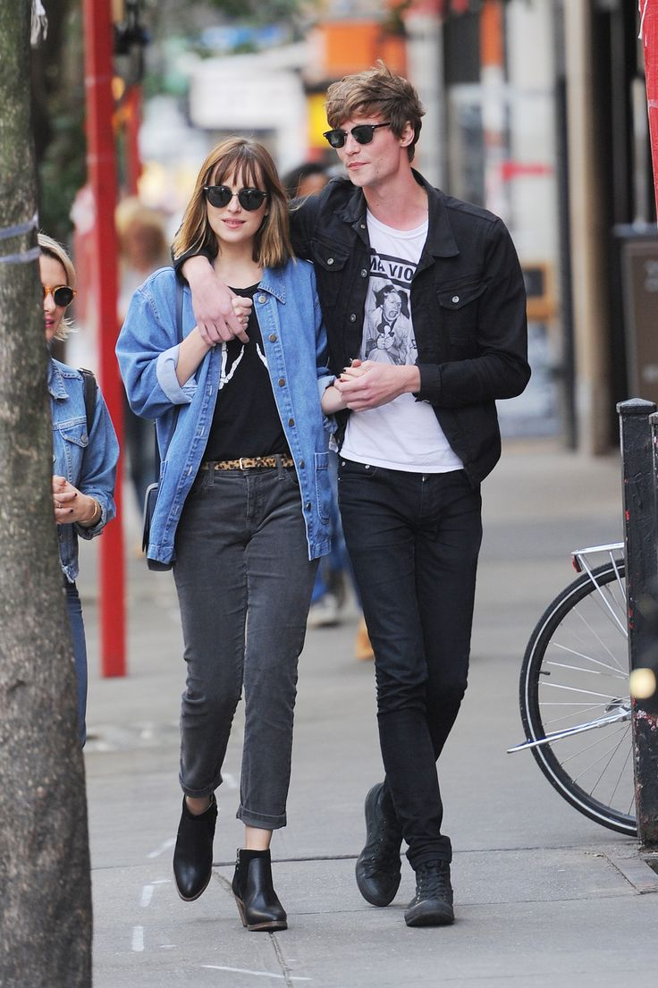 dakota johnson dating history Dakota johnson and coldplay frontman chris martin, who used to be married to gwyneth paltrow, have reportedly been dating for two months.