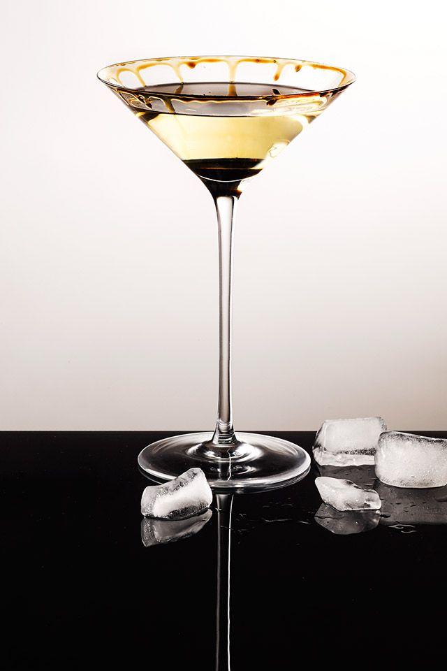 Begin de kerst met een verrassende cocktail. Balsamico met Gin en Martini. #Kerst  http://www.bommelsconserven.nl/recepten/cocktails_maken_quai_sud_bommels_conserven/balsamico_aperitief_van_la_vecchia_dispensa.html …