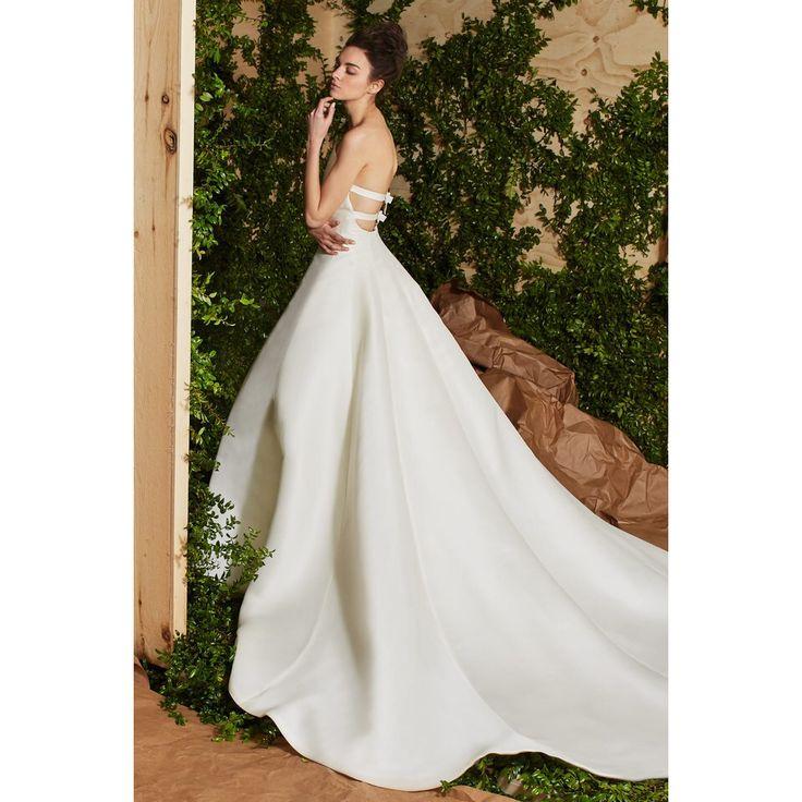 Carolina Herrera  #VogueRussia #bridal #springsummer2017 #CarolinaHerrera #VogueCollections