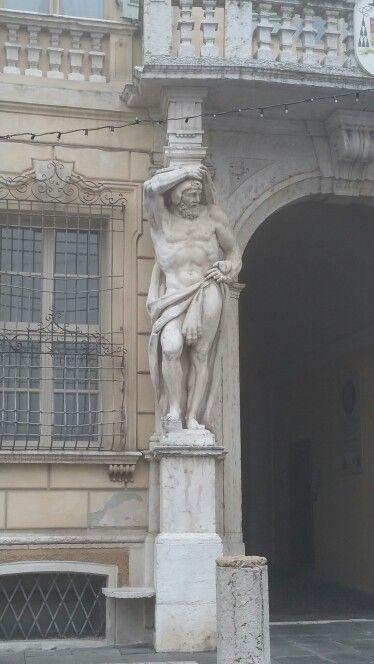 Piazza Sordello.