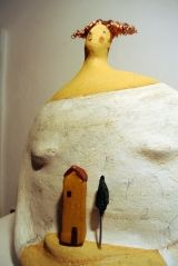 <H5> Woman Val d'Orcia Carlotta Parisi </ h5> <p> papier-maché sculpture dedicated to the Val d'Orcia </ p>