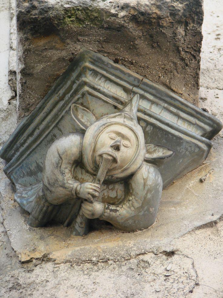 un petit bonhomme d'Angouleme, rue Jules Ferry
