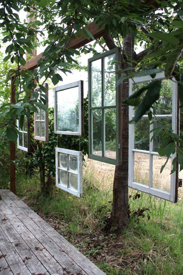 Die alten Holzfenster verleihen Ihrer Terrasse eine gewisse Intimität …   – Javier – ideas de deco