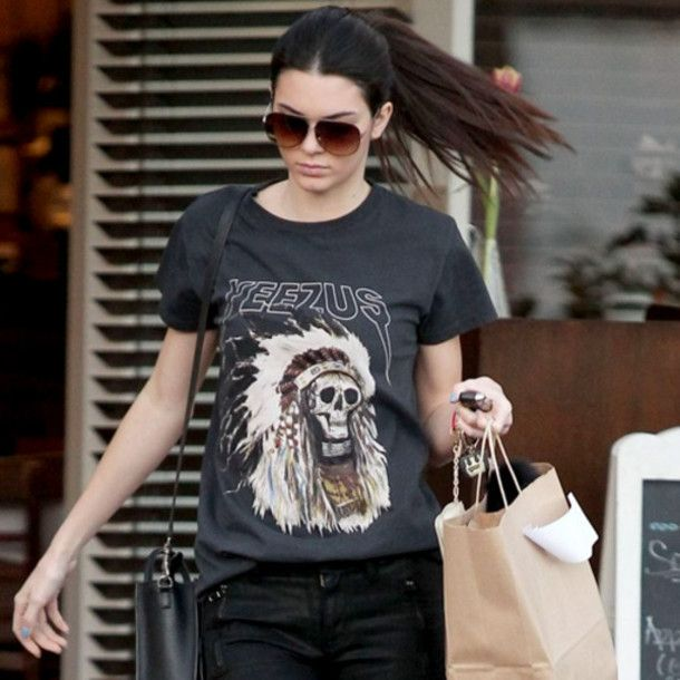 Get a casual street celebrity style for less - spotted on Kendall and Kylie  Soft cotton, tall t style  Medium - Chest 100 cm, Shoulder 43 cm, Length 78 cm  Large -  Bust 106 cm, Shoulder 45 cm, Length 80 cm  X Large - Bust 112 cm, Shoulder 47 cm, Length 82 cm    Handling time of 48 -...