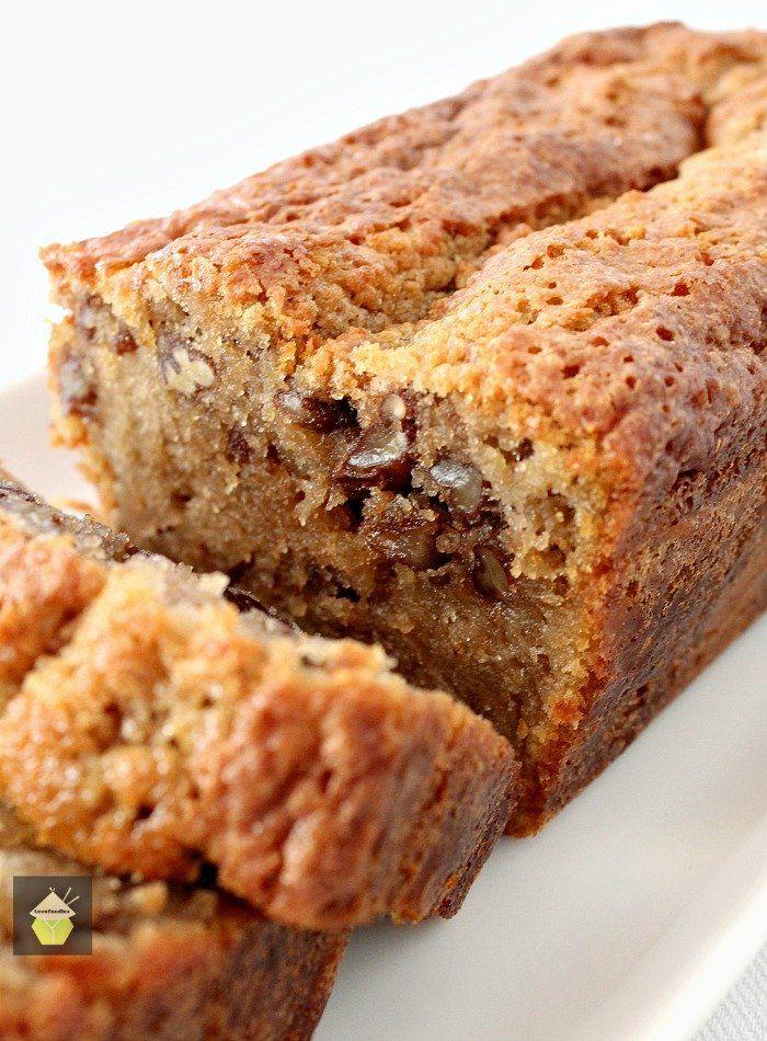 Koffie Pecan Pound Cake is een heerlijke wijnproeverij, vochtige taart met een perfecte combinatie van koffie smaak en textuur van de pecannoten.  Lekker met een kopje koffie!  |  Lovefoodies.com