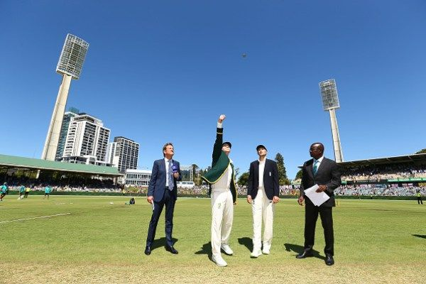 Kevin Pietersen suggests players should strive to compete in the longest format