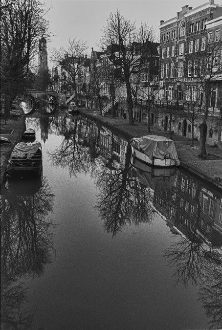 Utrecht - binnenstad - Oude Gracht - city centre - Oudegracht, the 'old canal' in central Utrecht  | 12-03-1989