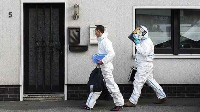 Policía alemana halla cadáveres de dos bebés en un congelador -  LaPolicía alemanaencontró los cuerpos dedos bebésen un congelador de una vivienda de la localidad deBenndorf(este del país), después de que un hombre denunciara que su expareja conservaba un cadáver en casa. Según informó este miércoles 3 de enero en un comunicado la Policía, el registro d... - https://notiespartano.com/2018/01/03/policia-alemana-halla-cadaveres-dos-bebes-congelador/